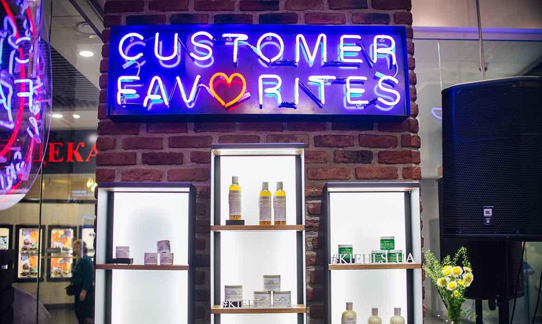 """Неоновая вывеcка """"Customer favorites"""""""