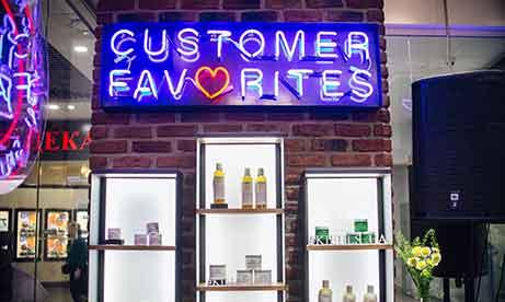 """Неоновая вывеcка """"Customer favorites"""" в ТРЦ Гулливер (миниатюра)"""
