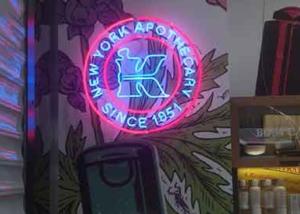 "Неоновая вывеcка ""Kiehl's New York apothecary"" (миниатюра)"