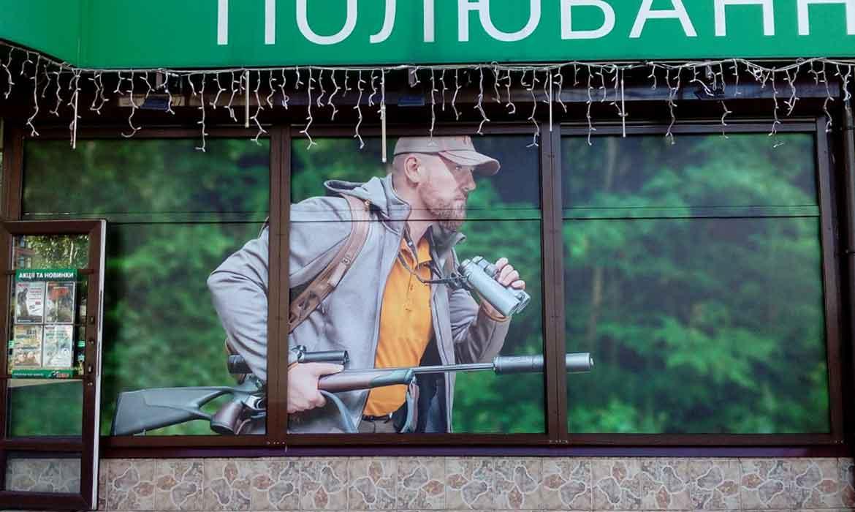 """Брендирование витрины самоклеющейся пленкой для """"Ибис"""" (3)"""