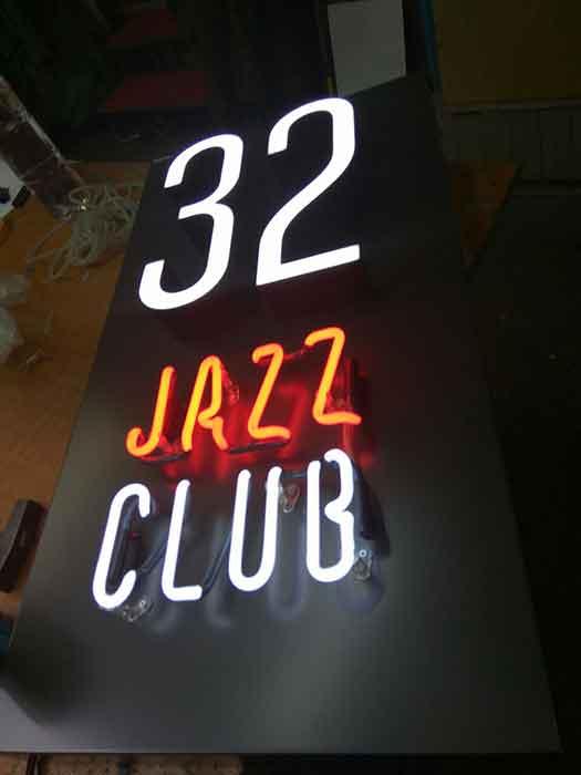 """Интерьерная вывеска """"32 Jazz Club"""" (лицевая сторона)"""