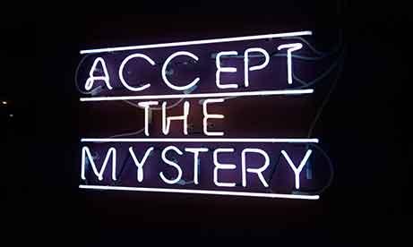"""Неоновая надпись """"Accept the Mystery"""" в """"Креативный квартал"""" (CQ) в БЦ """"Астарта"""" (миниатюра)"""