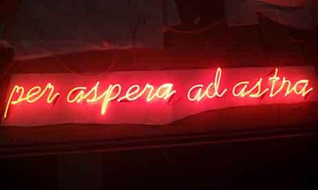 """Неоновая надпись """"per aspera ad astra"""" (миниатюра)"""