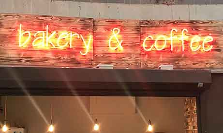 """Неон на дереве """"bakery & coffee"""" (миниатюра)"""