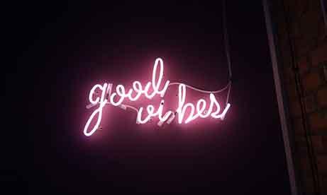 """Неоновая надпись """"Good Vibes"""" в """"Креативный квартал"""" (CQ) в БЦ """"Астарта"""" (миниатюра)"""