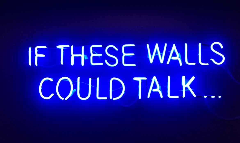 "Неоновая надпись ""If These Walls Could Talk"" в ""Креативный квартал"" (CQ) в БЦ ""Астарта"""