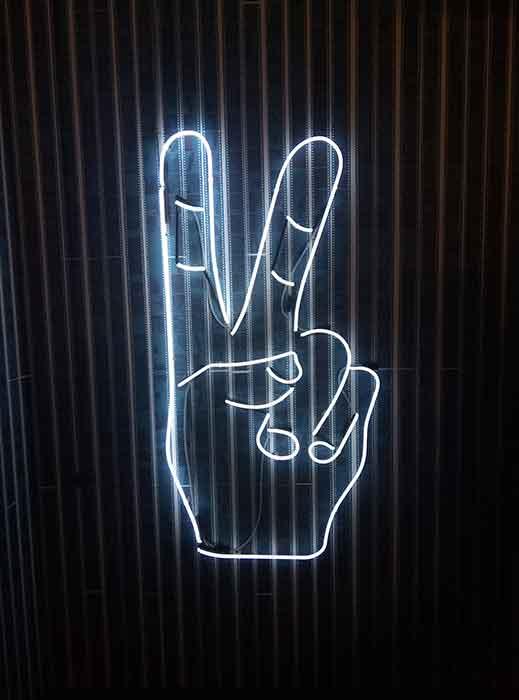 """Неоновая инсталяция """"Peace"""" в """"Креативный квартал"""" (CQ) в БЦ """"Астарта"""""""