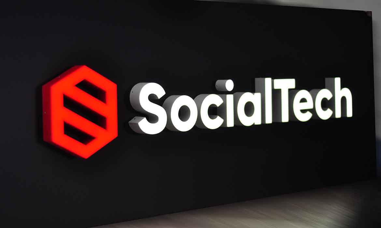 """Объемные буквы с внутренней подсветкой """"SocialTech"""""""