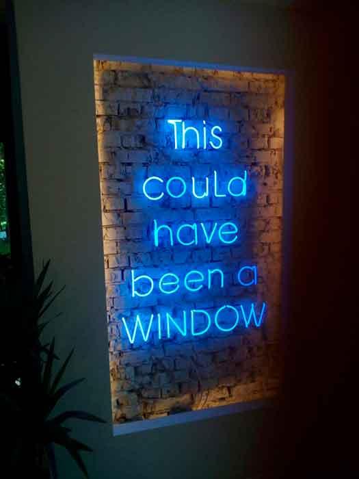 "Неоновая стена ""This could have been a WINDOW"" для ресторана ""Bunny Bagel"""