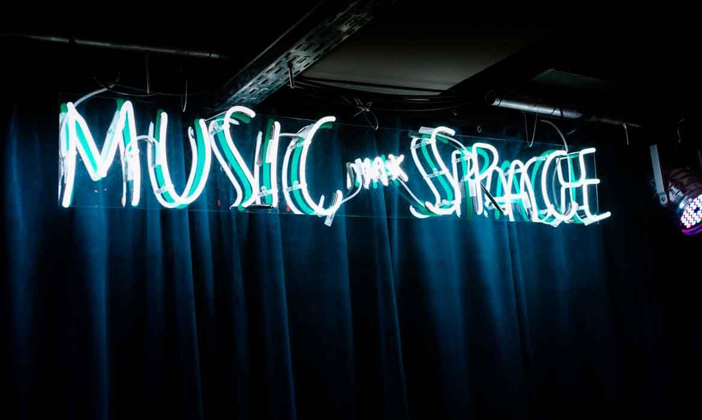 Неоновая вывеска для музыкального пространства