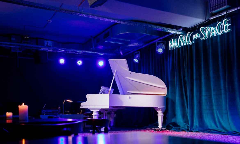 """Неоновая вывеска для музыкального пространства """"MK Music Space"""" (1)"""