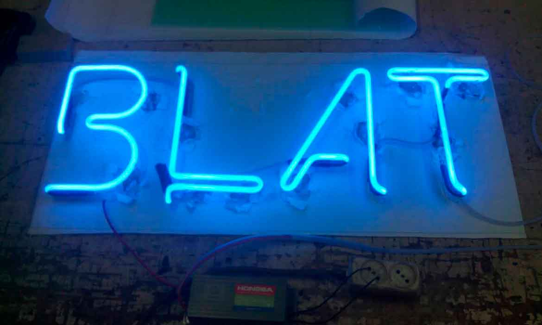 "Неоновые буквы ""Blat"""
