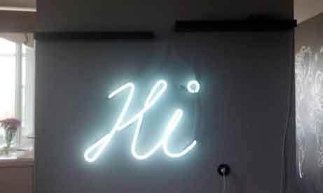 """Неоновые буквы """"Hi"""" для квартиры (миниатюра)"""