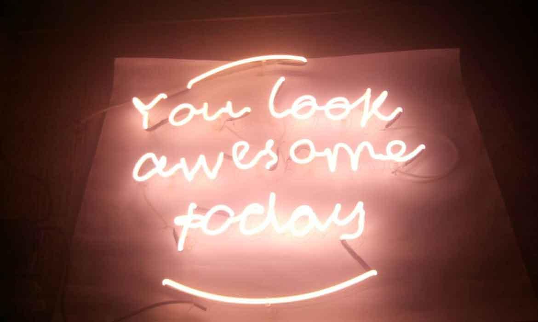 "Неоновые надписи ""You look awesome today"" (миниатюра)"